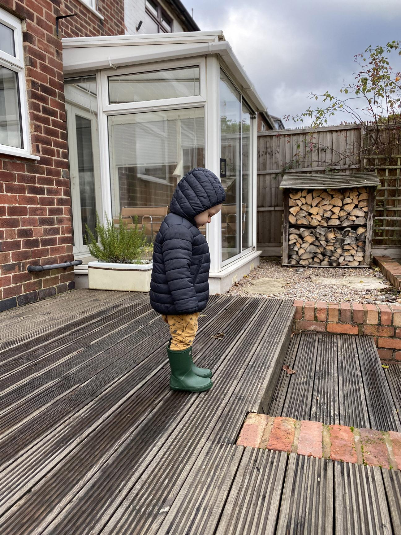 dziecko w ogrodzie by fashion art media
